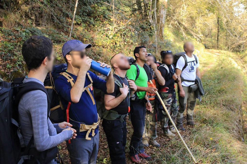 La Vanille des Pyrénées et un groupe de randonneurs en pleine nature